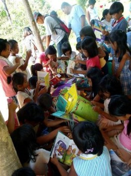 pusong-pinoy-donates-gently-used-books-to-help-marginalized-kids-learn-and-appreciate-reading-photo-courtesy-of-facebook-page-of-pusongpinoy-org