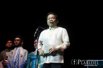 "GMA News Pillar and Imbestigador ng Bayan Mike Enriquez is the ""Pinakapasadong Lingkod-Bayan"" at the 19th Gawad Pasado Awards.(Photo courtesy of Ang Pahayang Plaridel)"
