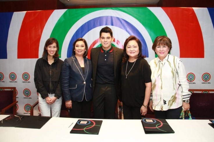 (L-R)Finance Head for Broadcast&News&CurrentAffairs CatLopez,ABS-CBN COO for Broadcast CoryVidanes,RichardGutierrez, StarCreatives COO MalouSantos &talent manager AnnabelleRama at the co