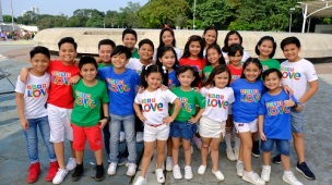 GOIN BULILIT kids charm viewers in the ABS-CBN Christmas station ID 2017