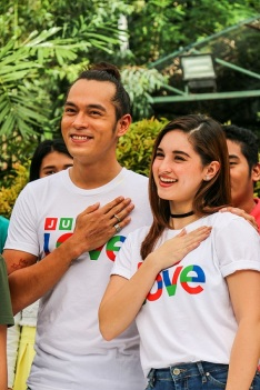 Jake Cuenca and Coleen Garcia can be spotted in the justLOVE station ID