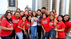 Kathryn Bernardo and Daniel Padilla join in spreading love this Christmas