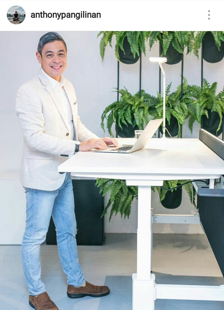 Anthony Pangilinan_Actiu Mobility Height Adjust Desk
