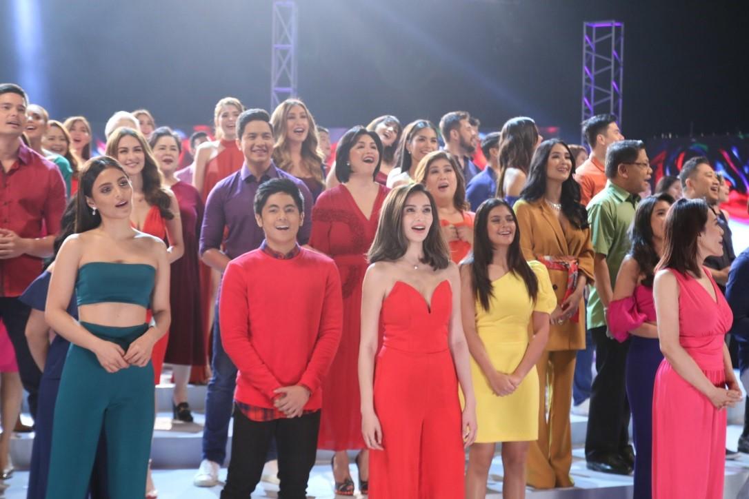 "Kapuso Gma 7 Christmas 2020 WATCH: GMA Network Releases New Station ID ""Buong Puso Para Sa"