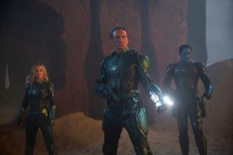 Marvel Studios' CAPTAIN MARVEL..L to R: Captain Marvel (Brie Larson), Leader of Starforce (Jude Law) and Att-Lass (Algenis Perez Soto)..Photo: Chuck Zlotnick..©Marvel Studios 2019