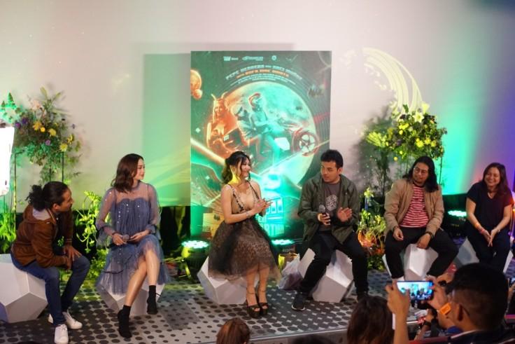 Pepe Herrera, Arci Munoz, Rufa Mae Quinto, director Victor Villanueva, creator Joma Labayen, and creative producer Antoinette Jadaone 2