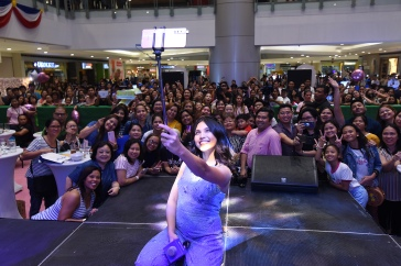 Maine Mendoza Vivo V15 Mall Show (1)