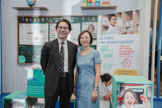 Essilor-APOC 2019-Dr.John Ang-Emelita Roleda,OD