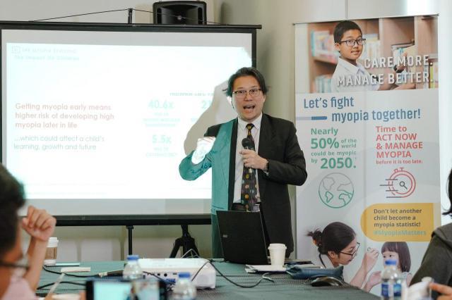 Essilor-APOC 2019-Dr.John Ang