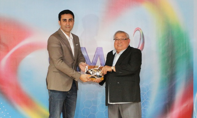PHOTO 1 - GMA Network Chairman and CEO Felipe L. Gozon (right) formally receives the YouTube Diamond Play Button from YouTube's Sarin (left)