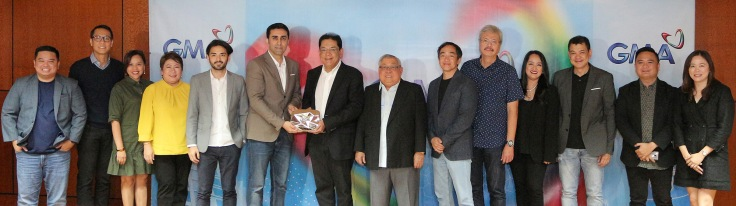 PHOTO 3 - YouTube's Mendoza and Sarin (fifth and sixth from left, respectively) with GMA Network executives led by Chairman and CEO Felipe L. Gozon (eighth from left)