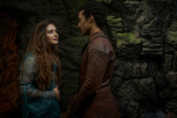 CURSED (L TO R) KATHERINE LANGFORD as NIMUE and DEVON TERRELL as ARTHUR in episode 105 of CURSED Cr. ROBERT VIGLASKY/Netflix © 2020