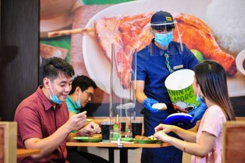 To further ensure customer safety, wrapped rice is served for unli-rice orders. Meanwhile, selected Mang Inasal stores have placed barriers on the table for face-to-face dining.
